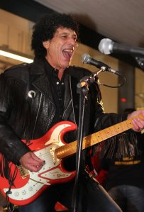Ray Dorset of Mungo Jerry switches on the lights in Westbourne ... 06.12.2014